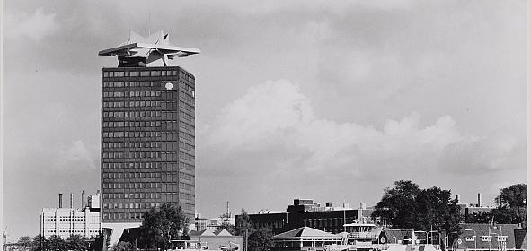 Shell toren onderworpen door Arthur Staal en opgeleverd in 1971