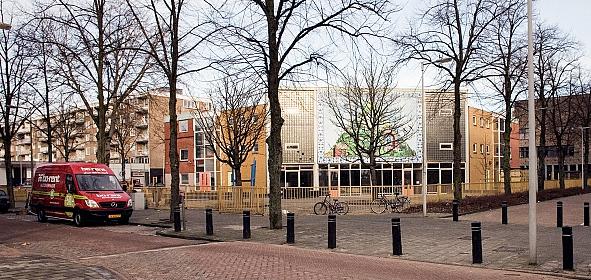 zicht op de oorspronkelijke Ru Paréschool en schoolplein (beeld: BETA)