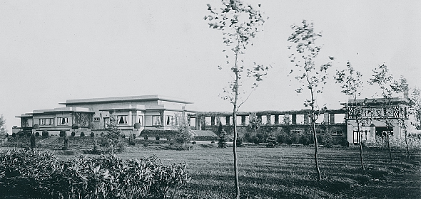 Foto van de voorzijde van de oorspronkelijke villa van F.A. Warners uit 1920