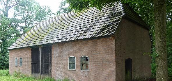 Wederopbouw schuur onderdeel van historische buitenplaats Halder