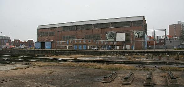 De vergane Zware Plaatwerkerij op de in onbruik geraakte Scheldewerf