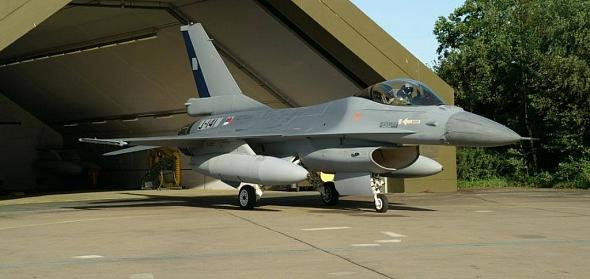 Opstelling F16- gevechtsvliegtuig voor oorspronkelijke shelter.