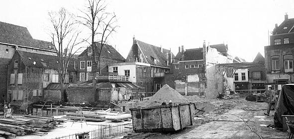 binnenterrein achter Poelestraat tijdens bouw Naberpassage, zeventiger jaren