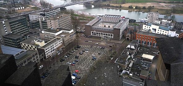 Vogelvlucht van Het Gelders Huis vanaf de Markt (oude situatie)