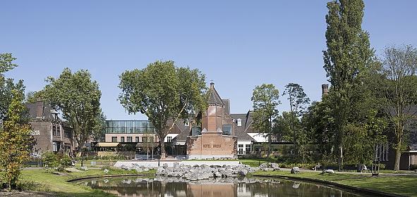 Het vernieuwde Hotel Arena, aanzicht vanuit getransformeerde Oosterpark