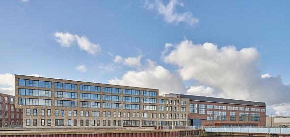 De nieuwe woonzorg centrum Scheldehof na transformatie Zware Plaatwerkerij en toevoeging nieuwbouw